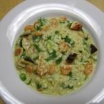 Risotto mit frischen Feigen, Garnelen, Frühlingszwiebeln und Rucolasalat