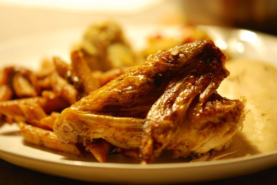 Küchenjunge Französisch ~ französisches hähnchen gefüllt mit kräuter polenta, auf paprika zwiebel gemüse und penne