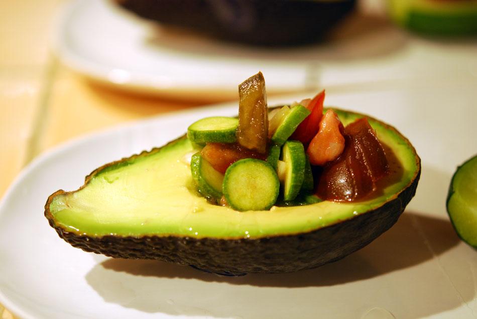 hei kalt avocado gef llt mit zucchini tomaten salat und gratinierte zucchini k chenjunge. Black Bedroom Furniture Sets. Home Design Ideas