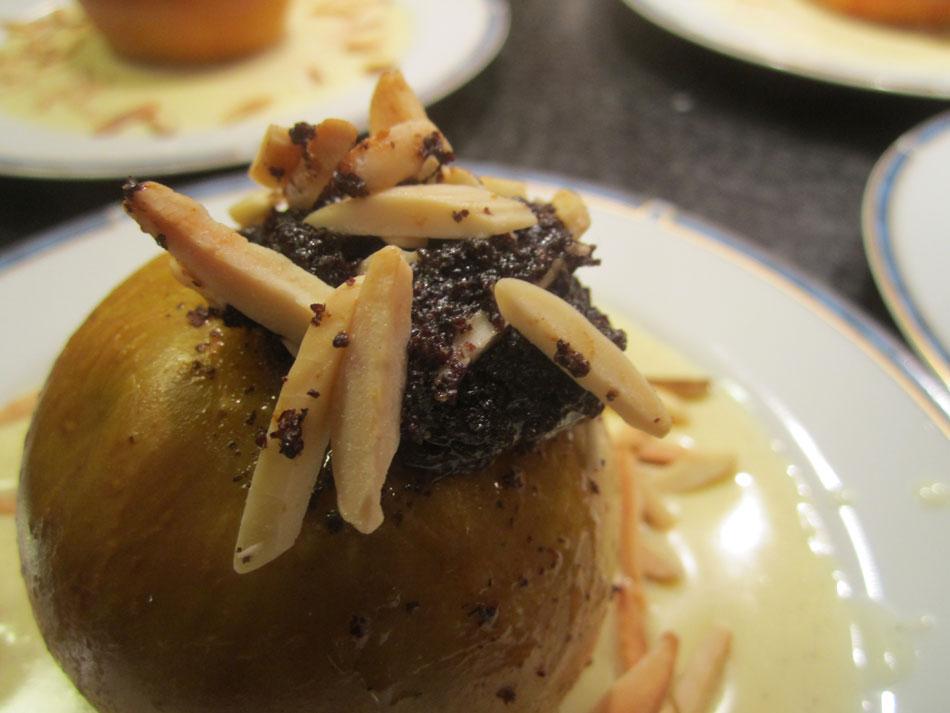 Heißer Bratapfel mit Mohn und selbstgemachter Vanillesauce