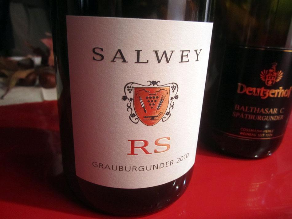 In der Vinothek von SlowFood mit zwei Weinen aus dem Barriqueforum: