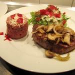 Rind heiss & kalt  – Gebratenes Rinderfilet und Tatar vom Rind mit Rote-Beete-Hobel und Salat
