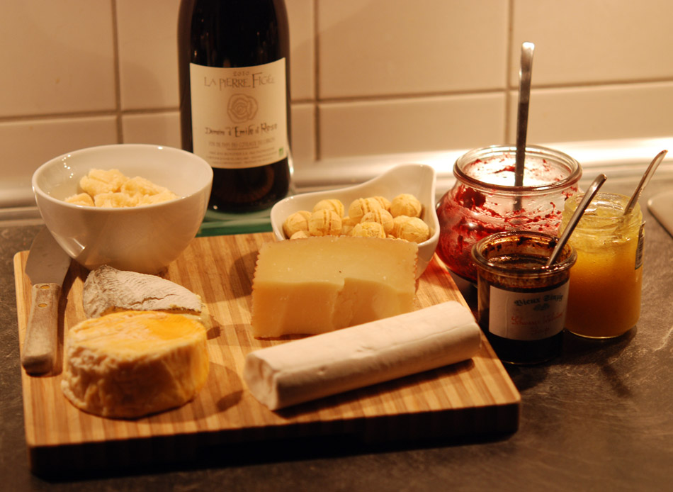 WeinRallye #58: WeinWichteln mit einem Domaine d'Emile et Rose - La Pierre Figee 2010 zu einer Käseauswahl