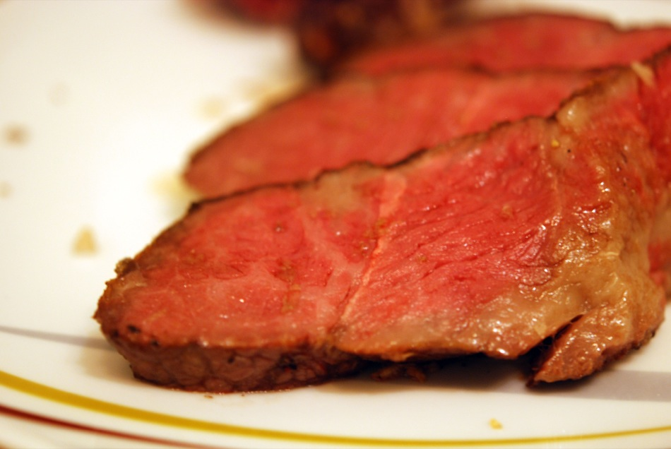 Dry aged Porterhouse T-Bone Steak aufgeschnitten