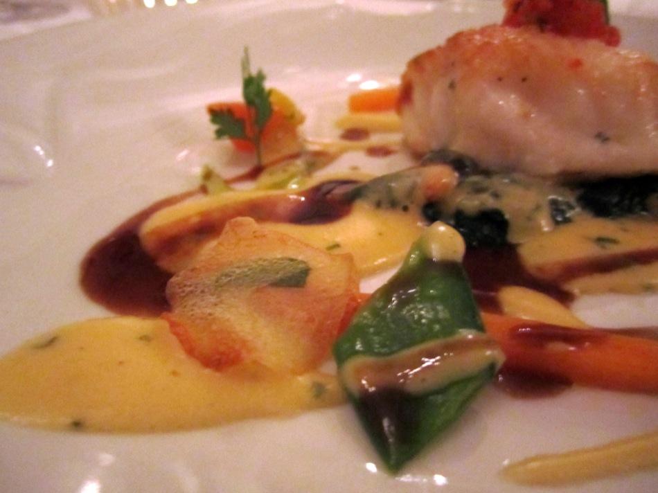 Atlantik Seeteufel mit Sauce Bearnaise und Kalbsjus - Kartoffel-Estragon-Chips
