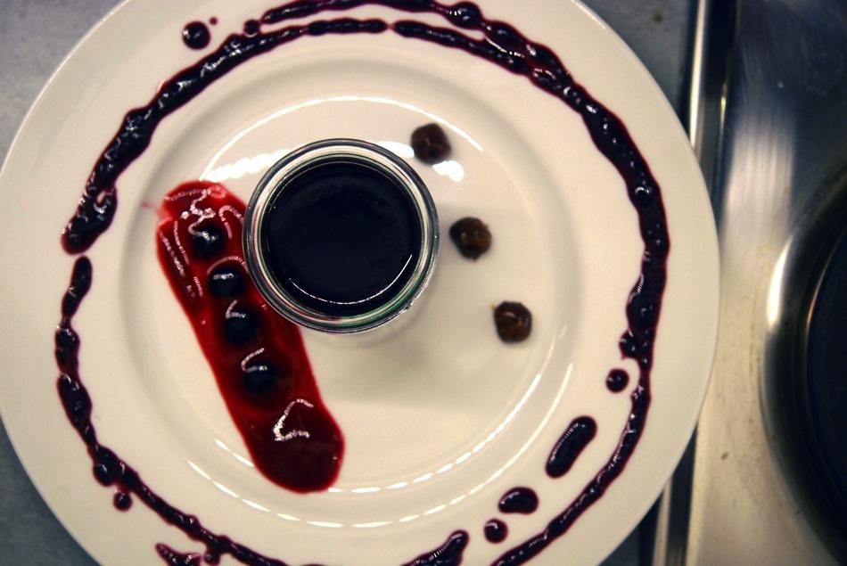 Frucht-Panna-Cotta mit Heidelbeere & Himbeere - Die farbenfrohe Dessert-Variante