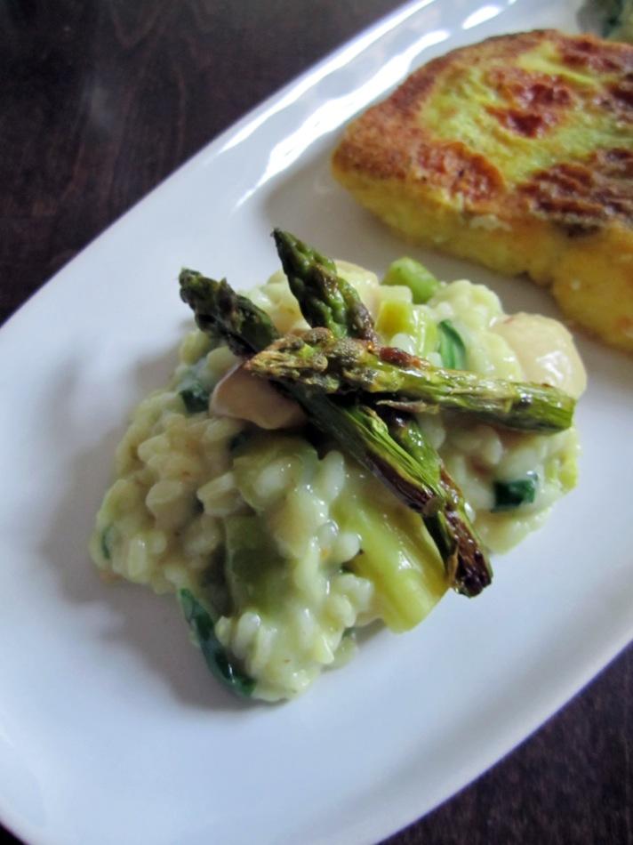 Risotto mit grünem Spargel und Kräuterseitlingen an gebratenem Seehecht