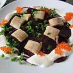 Geräucherter Aal mit Rote Beete Carpaccio, Meerrettich-Creme-Fraich & Forellen Kaviar