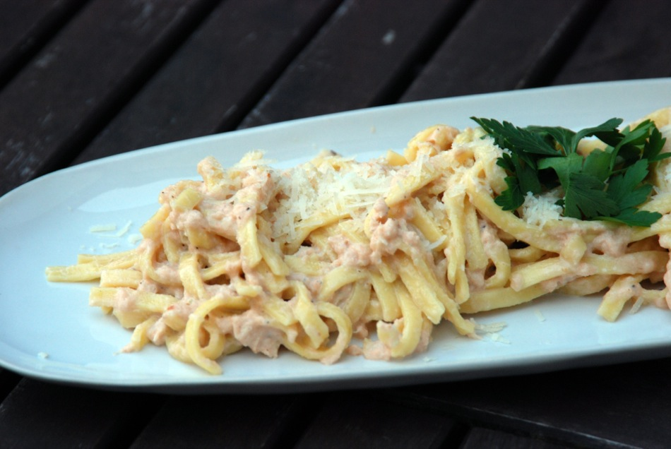 Tagliatelle mit Gorgonzola-Stremel-Lachs-Sauce