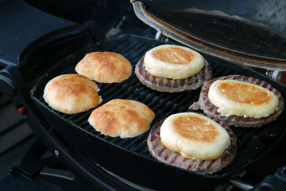 selbst gebackene Burger Buns