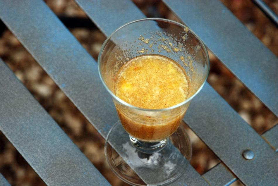 Ein Aperitif auf frischen Pfirsichen und Ingwer - alkoholfreier Wahnsinn