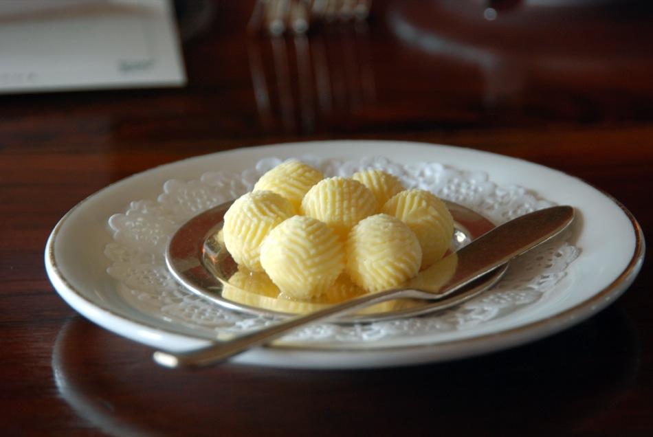 So geformte Butter habe ich auch noch nie gesehen...