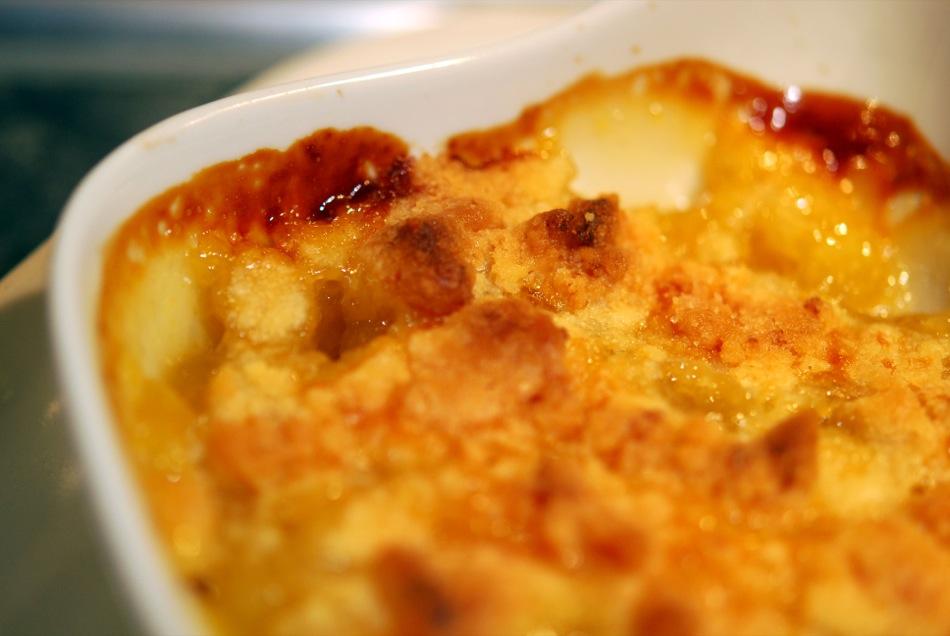 Heisser Birnen Crumble mit Vanilleeis
