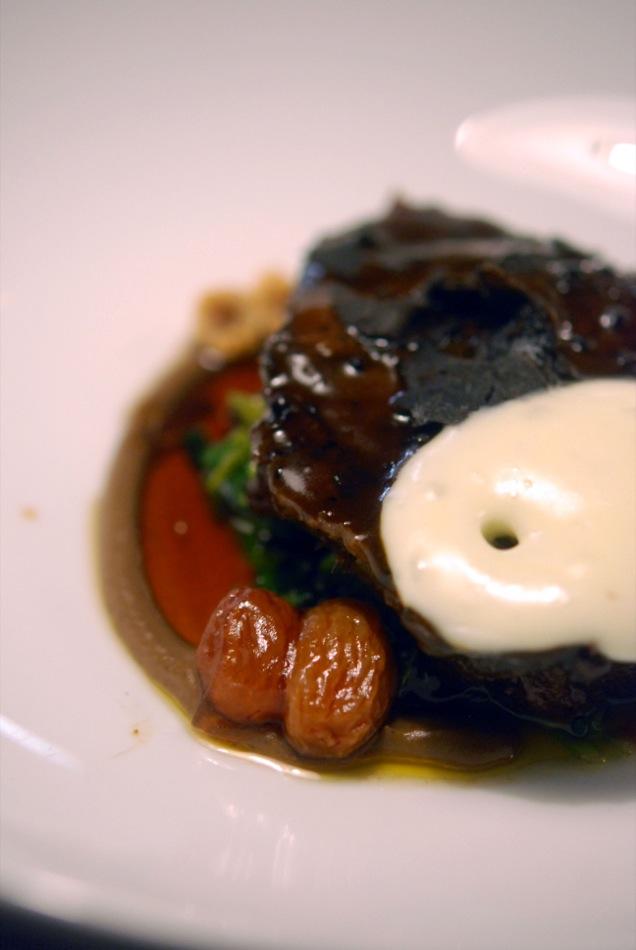 Ochsenbacke in Pilzsauce und Spinat