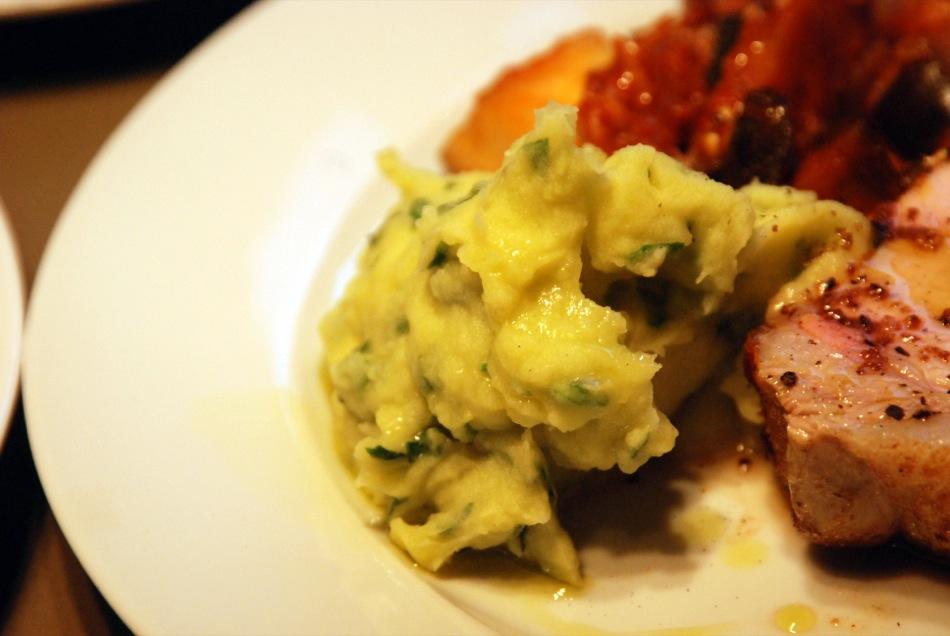Kotelett-Strang vom schwäbisch-hällischen Schwein am Stück gebraten
