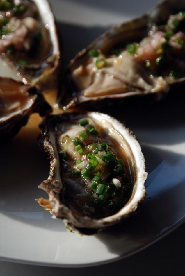 VinoCamp-Wine-Food-Pairing: Austern mit Liquid Smoke, Limette und Tabasco