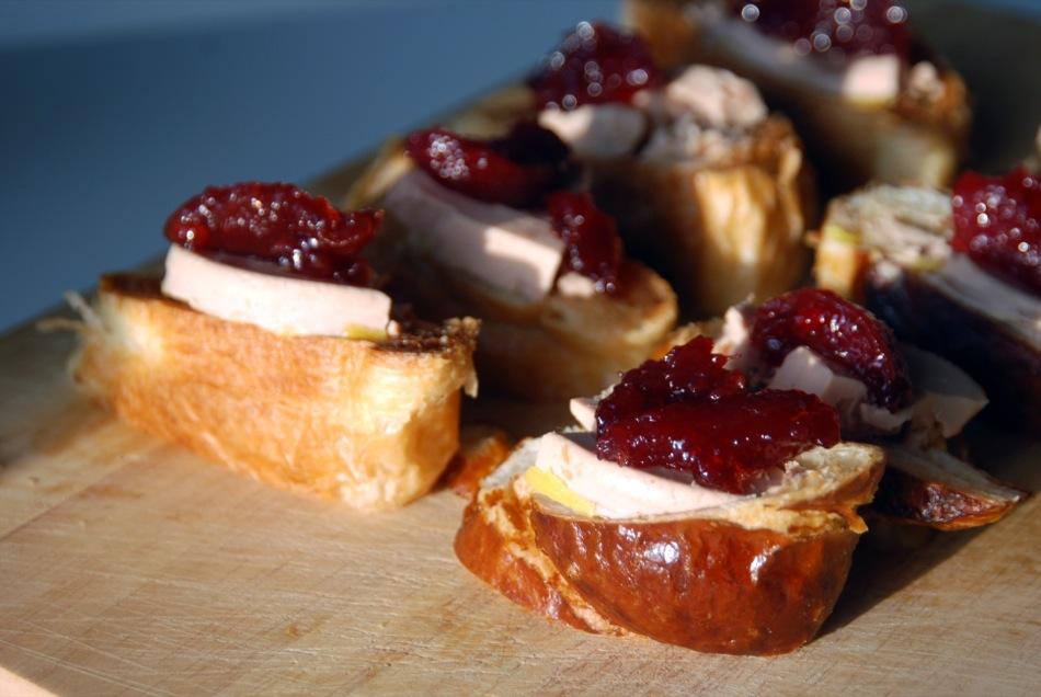 Foie Gras auf zweierlei Croissant & Weinbergpfirisch