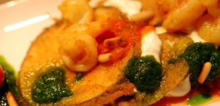 Offene Gemüselasagne mit Scampi, Basilikumöl und Ricotta zu Chianti Classico