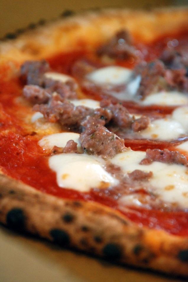 Pizza Salami mit extra Fenchel Salsiccia