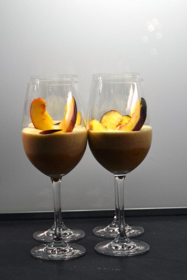 Vom Aperitif zum Dessert: Bellini-Mousse mit Prosecco und frischen Pfirsichen