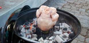 Beer Can Chicken by DJ BBQ aus dem Buch Food Tube presents The BBQ Book