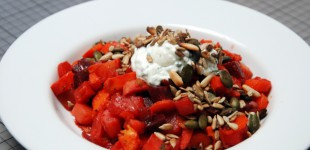 Rüben und Beeten Salat aus dem Backofen mit Kräuterquark & Kernen
