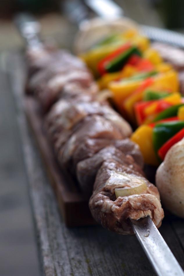 Russische Schaschlik-Spieße mit Rauchbier und Granatapfel-Erdnuss-Sauce