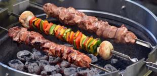 Russische Schaschlik-Spieße mit Rauchweizen und Granatapfel-Erdnuss-Sauce