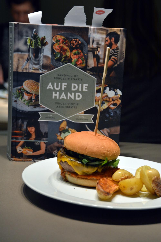 portobello-pilz-burger-auf-die-hand-06.jpg