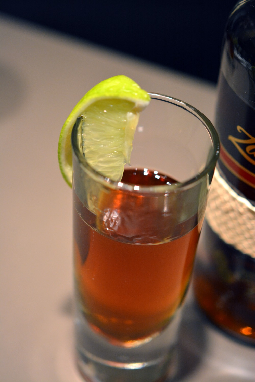 maple old fashioned mit ron zacapa 23 rum ahornsirup k chenjunge. Black Bedroom Furniture Sets. Home Design Ideas