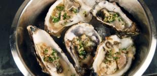 Austern mit Vinaigrette von Kapernäpfeln & Schnittlauch