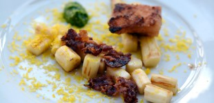 Panierter Kochschinken-Speck - Spargel - gebeiztes Eigelb - Bärlauchpesto & Bacon