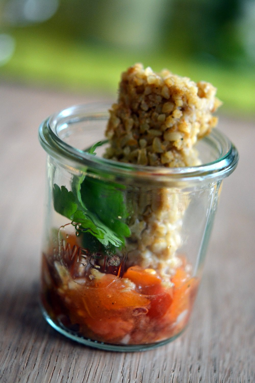 Bulgur Kichererbsen Plätzchen mit Tomaten-Salsa & Koriander
