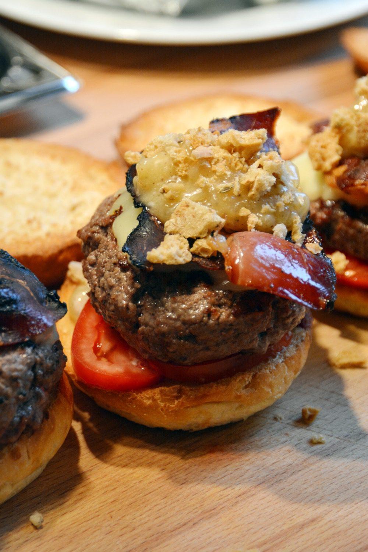 suedtirol-burger-speck-kaese-apfel-02