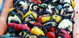 BBQ-Beilage aus dem Backofen: Grillgemüse mit Ajvar & Feta