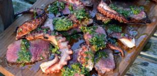 Chimichurri BBQ Surf & Turf vom Tomahawk-Steak & Oktopus