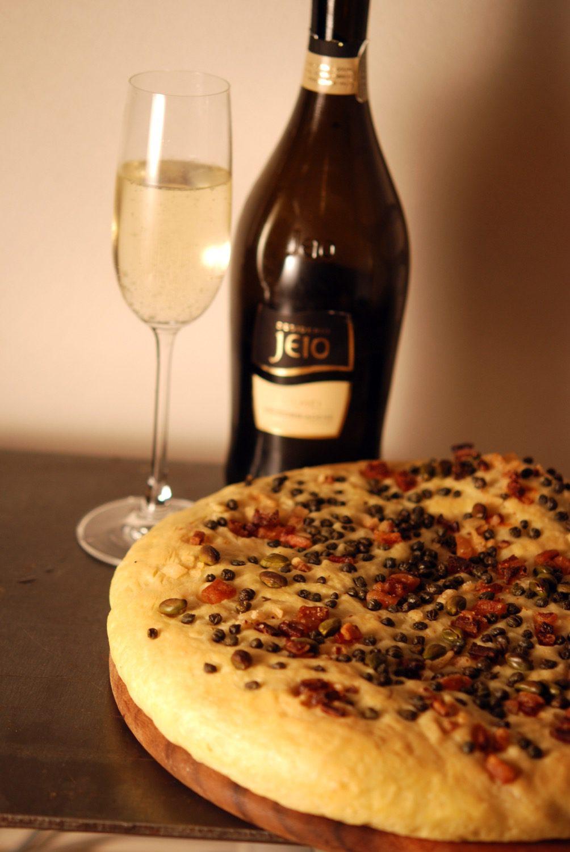 Focaccia mit Pancetta, Kapern & Pistazien - mein Weihnachtsstarter