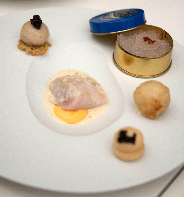 Kaviar & Stör - mit klassischer Beilage Ei / Kartoffel / Butter / Getreide & Vodka