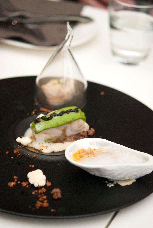 Ceviche und Gebratenes vom Stör mit gebackener Auster, Carmaguereis und Blumenkohl in Texturen