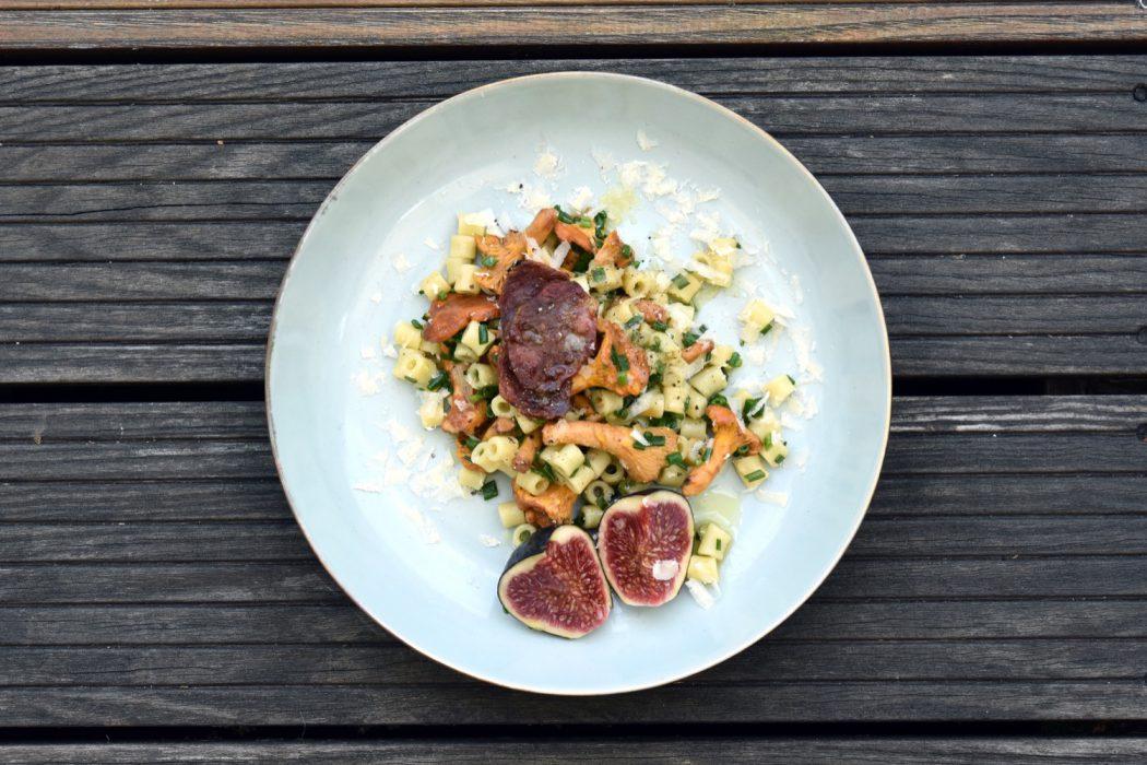 pfifferling nudel salat mit lavendel salami k chenjunge. Black Bedroom Furniture Sets. Home Design Ideas