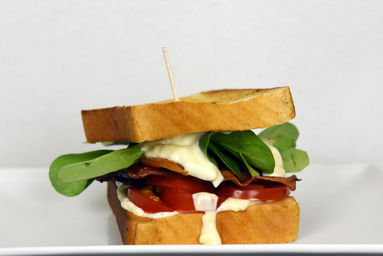 Aus dem Leben / PLLT-Sandwich – Pancetta + Lamb's Lettuce + Tomato ...